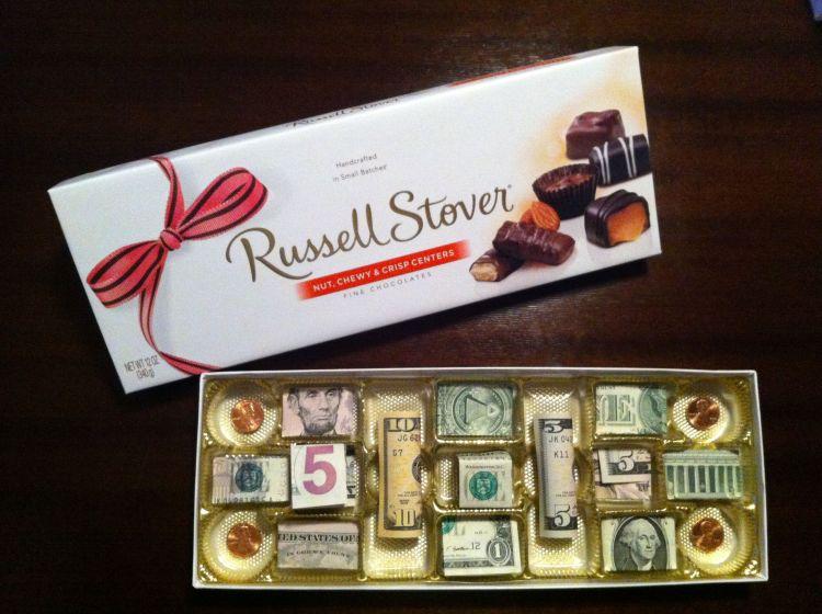 Caja de bombones con dólares