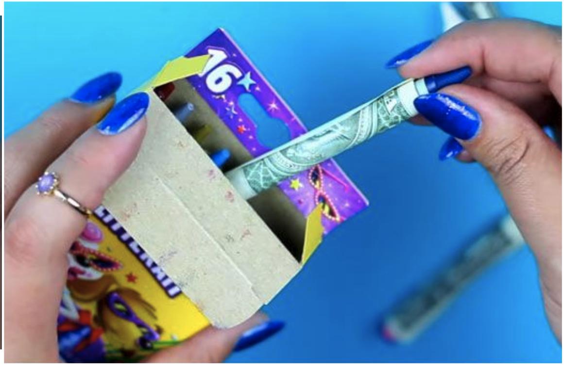 Lápices envueltos en dinero